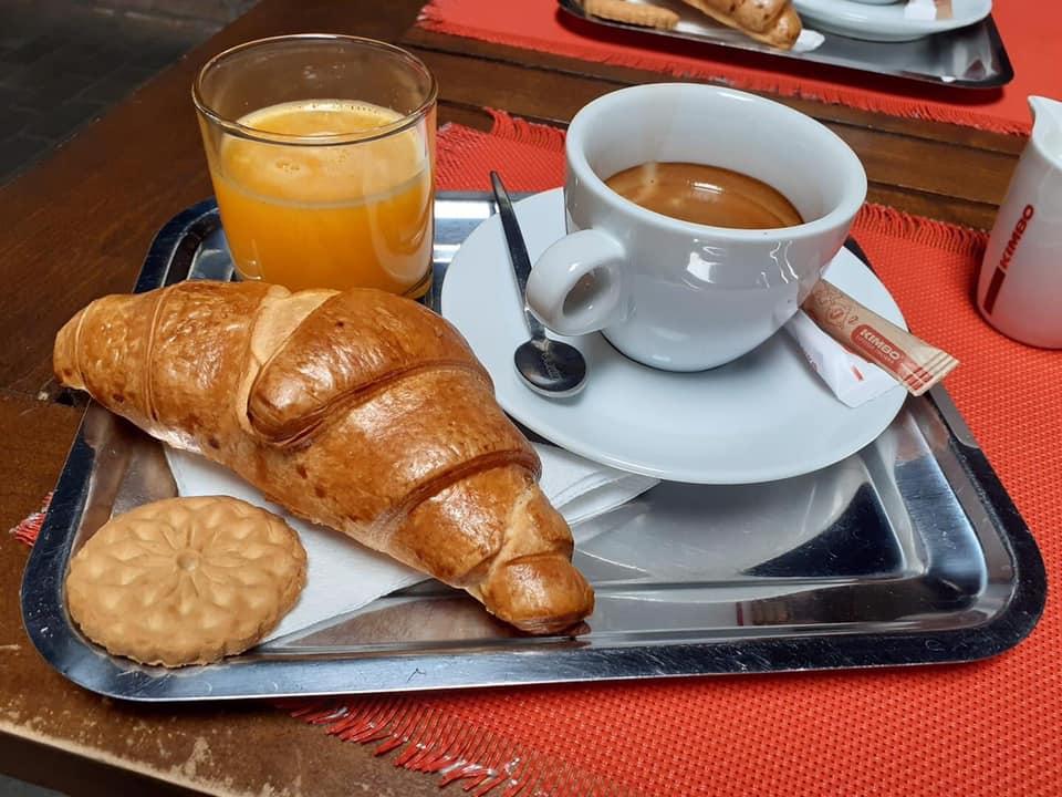 CROISSANT + CAFEA + FRESH